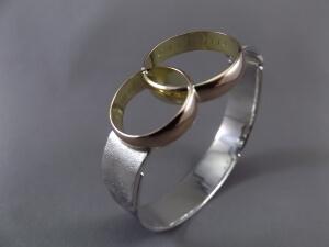 sieraad van 2 trouwringen