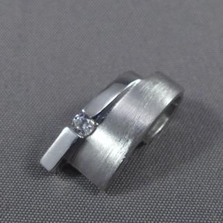 Zilveren hanger met zirconia