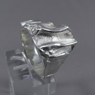 Aparte damesring zilver